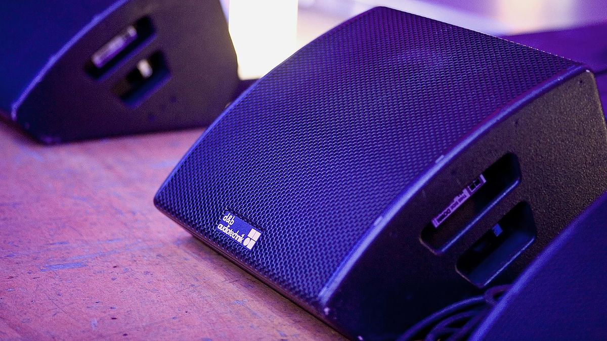 closeup of a d&b M4 stage monitor